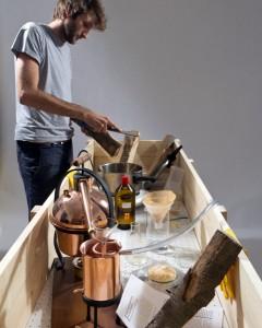 """Unter anderem warten zahlreiche Ausstellungen wie """"Werkzeuge für die Designrevolution"""", die auch eine Kreation von breadedEscalope umfasst. Foto: breadedEscalope"""