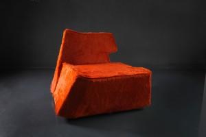 """""""Mein Ziel war es einen Sessel zu designen, bei dem es gelingt Asymmetrie und Formenharmonie zu vereinen"""", so Herbert Lanzinger zu """"Level 2"""". Foto: Herbert Lanzinger KG"""
