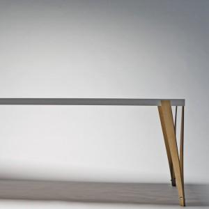 """Der Tisch der Serie """"por.table"""". Foto: Christof Zachl"""