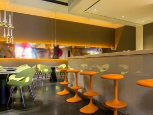 Karim Rashid gestaltete den Barbereich des Designhotels nhow Milano neu. Foto: Giuseppe Creti