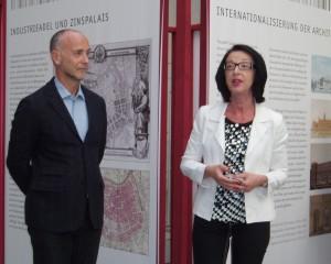 Die Ausstellungskuratoren Wolfgang Förster ( Wohnbauforschung Wien/MA50) und Monika Wenzl-Bachmayer (WAGNER:WERK Museum) gaben einen kompakten Ein- und Überblick. Foto: wohndesigners