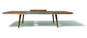 """Zwei TEAM 7-Produkte wurden für den German Design Award 2014 nominiert, u.a. der Auszugstisch """"flaye"""" von Designer Jacob Strobel. Foto: TEAM 7"""