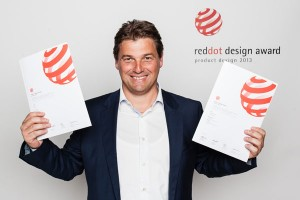 Ausgezeichnet: Klaus Pomella freut sich sich über die beiden red dots. Foto: Rossin