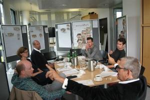 Kreative Konzepte, heiße Diskussionen der Jury: Steffen Kehrle, Sandra Hofmeister, Nils Holger Moormann, Marek Gut und Christoph March (Designatelier March-Gut) und Karl Weller. Foto: © MHC/Clusterland OÖ