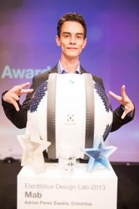 """Adrian Perez Zapata überzeugte und gewann mit seinem Reinigungsroboter-Konzept """"Mab"""". Foto: Electrolux"""