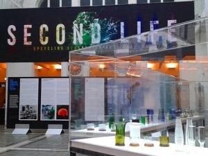 """Die Ausstellung """"SECOND LIFE. Upcyclingglasdesign aus Finnland"""" zeigt bis 8. Oktober Glasarbeiten von Jan Torstensson und Jukka Isotalo. Foto: WOHNDESIGNERS"""