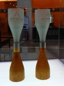 Die von Jukka Isotalo entworfenen Siegerpokalen für den Slalom-Weltcup in Levi 2009 – eines der Highlights, u.a. der Ausstellung. Foto: WOHNDESIGNERS