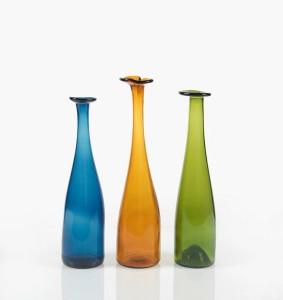 """""""Valokeilat"""" (Lichtkegel). Design: Jan Torstensson, 2010. Material: unterschiedliche Weinflaschen. Foto: Christian Schindler"""