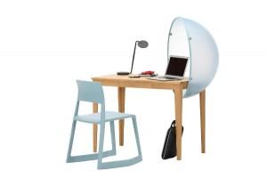 Design-Duett für den working space daheim: Vitra Sphere Table, designt von Hella Jongerius, und Tip Ton, designt von EdwardBarber&JayOsgerby. Foto: Vitra
