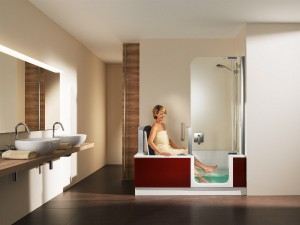 ARTLIFT von ARTWEGER ermöglicht uneingeschränktes Dusch- und Badevergnügen - und das bis ins hohe Alter. Foto: ARTWEGER