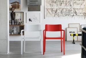 Ergonomischer Sitzkomfort und schicker Look – egal ob einzeln, im Duo und in voller Fülle. Foto: Thonet