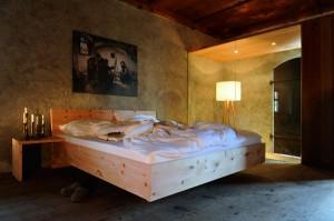 Das Tiroler Zirbenbett von Forcher ist eine ausgezeichnete Kombination von Tradition und Innovation, gesunder Zirbe und modernem Design. Foto: Forcher