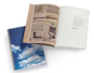 Auf 136 Seiten gibt's wertvolle Infos und Tipps, theoretisches Know How und Wissen aus und für die Praxis. Foto: proHolz Austria