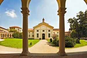 Die Ausstellung findet in der bekannten Rotonda della Besana statt. Foto: ®2013 Pasquale Formisano