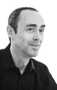 """Roman Delugan und seine Partner des Architekturbüros Delugan Meissl Associated Architects kreierten den Stuhl """"tendo"""". Foto: Delugan Meissl Associated Architects"""