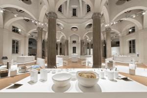Kuratiert von Vasku&Klug wurden die Produkte perfekt im Zusammenspiel mit der Architektur inszeniert. Foto: Confession of Design