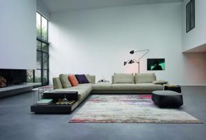"""Neben den Betten hat Walter Knoll zahlreiche weitere Neuheiten im Gepäck, u.a. das Sofaprogramm """"Grand Suite"""", ebenfalls designt von EOOS. Foto: Walter Knoll AG & Co. KG"""
