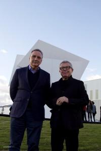 """""""Beyond the Wall"""": Francisco Martinez-Cosentino, Präsident der Cosentino Group, und Architekt Daniel Libeskind – doppelte Power für ein außergewöhnliches Design-Projekt. Foto: Cosentino"""
