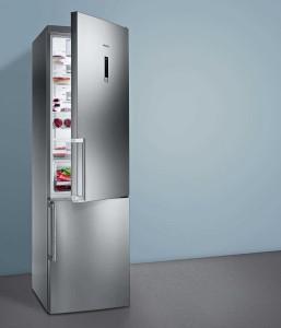 Der Siemens iQ 300 Kühl-Gefrier-Kombination fügt sich optisch in verschiedenste Kücheneinrichtungsstile ein und glänzt mit effizienten mit A+++. Foto: Siemens