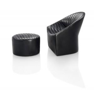 Das außergewöhnliche Sitzmöbel kommt mit klaren Formen, Sitzqualität und kompakten Maßen daher. Foto: Wittmann