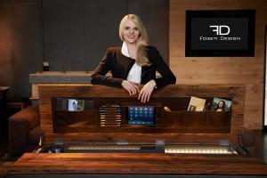 """Nina Schulmeister, BA, CEO & Design von Foseti Design, mit ihrem """"Fernando"""". Foto: © Foseti Design"""
