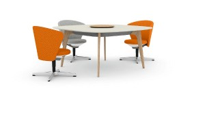 Bene präsentiert mit dem TIMBA Table einen neuen Tisch für moderne Büros, hier im Duett mit dem Bay Chair. Foto: Bene AG