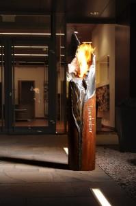 """Die """"Feuersäule"""" von """"Feuerkultur"""" sorgt in- wie outdoor für Ambiente und Flair. Foto: Feuerkultur GmbH"""