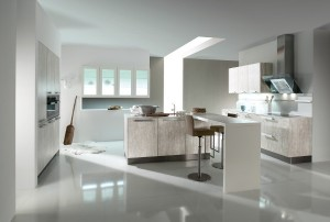 Häcker Küchen sorgt mit beton- und steinähnlichen Dekoren für coolen, urbanen Küchen-Look. Lässig-elegant: Das Modell AV 2080 im Farbton Beton natur. Foto: Häcker Küchen GmbH & Co. KG