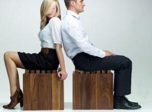 Die dynamische Sitzfläche besteht aus 49, einzeln gefederten Holzwürfeln, die sich der Körperform anpassen. Foto: NOHrD