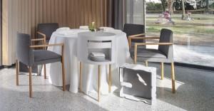 Im Sterne-Restaurant glänzt die Stuhl-Version 192 PF mit Armlehnen und Stoff Tokyo von Kvadrat. Foto: Thonet/Helmut Pierer