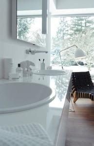 """Die hochglänzende, strapazierfähige Oberfläche """"Firnis"""" von Alape vereint die Vorteile von Dekoren und Lacken in einem einzigen Material. Foto: Alape"""