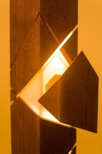 Möbel & Kunstwerk - die Uhrensäule von Michael Wieser. Foto: Michael Wieser/LIGNORAMA
