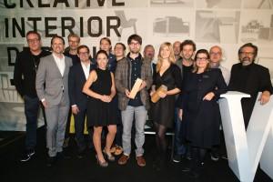 Siegerfoto des NWW Design Award 2014: Die Gewinner mit zahlreichen Jury-Mitgliedern bei der Award-Verleihung. Foto: © ROBIN CONSULT/Andreas Lepsi