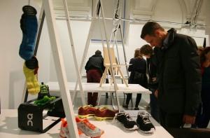 Die Ausstellung zeigt eine multidisziplinäre Selektion von Produkten der Teilnehmer, Nominierten und Gewinner zweier Schweizer Designpreise. Foto: WOHNDESIGNERS