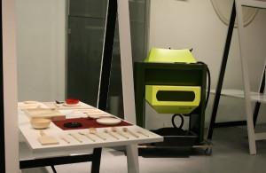"""Spannende Stücke: """"Palutta"""", eine Serie von Küchenaccessoires von Carlo Clopath sowie """"BioBurn"""" von Christian Lehmann. Foto: WOHNDESIGNERS"""