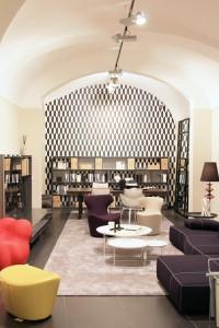 Eingerahmt von Altbauarchitektur werden die Neuheiten präsentiert. © B&B Italia