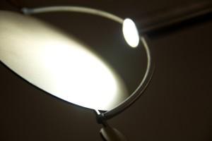 """Bei der """"Spiegelleuchte"""" von Moritz Koch kann der Lichtkegel individuell ausgerichtet sowie die Breite des Spots verändert werden. © Kunsthochschule Halle"""