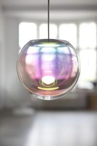 """Seifenblasen inspirierten Sebastian Scherer zum Leuchtobjekt """"Iris"""". © NEO/CRAFT/Sebastian Scherer"""