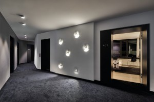 Das Münchner Label glänzt mit einem raffinierten, durchgängigen Beleuchtungskonzept. Foto: Robert Sprang, München