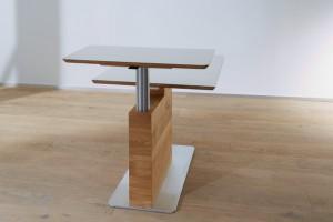 Aus klein mach' hoch - ganz einfach wächst ein Teil der Tischplatte in die Höhe. © Schulte Design