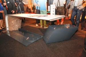 "Alexander Haas beeindruckt mit dem ""Sliding Desk"". Foto: Harald Minarik/cityfoto"