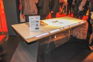 Das Gewinner-Stück des Designwettbewerbs holzArt scheint zu schweben. Foto: Harald Minarik/cityfoto