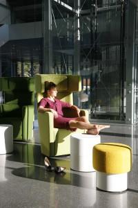 Zeitgemäßes Arbeitsambiente inkludiert verschiedene Arten von places. ©Bene AG