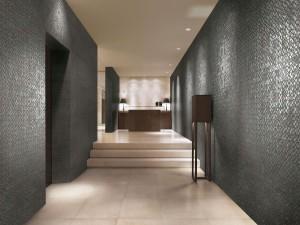 """Ceramiche Refin bringt mit der Kollektion """"Beside"""" die Rückseite zum Vorschein und verleiht Fliese und Raum einen neuen Look, wie z.B. im Farbton Metallo. © Ceramiche Refin S.p.A"""