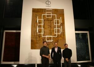 "Opening ""PerspektivenWechsel"": Harald Geba, flankiert von Andreas Klug (l.) und Michael Vasku (r.; Vasku&Klug). © WOHNDESIGNERS"