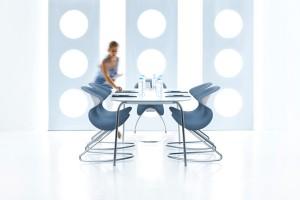 Stilvoll, stylisch, dynamisch: oyo punktet mit organischer Form und funktionalem Design. © aeris