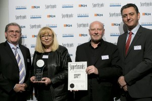 "Poggenpohl gewinnt den ""Superbrands Germany Award 2014/2015"". Bei der Verleihung: Stephen Smith (CEO Superbrands), Christiane Danielsmeyer (Director Marketing Poggenpohl), Manfred Junker (Head of Design Poggenpohl), Eamonn Sadler (CEO Superbrands). © Poggenpohl"