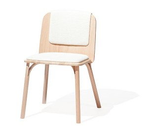 """Der """"Split""""-Chair vereint traditionelle Holzbugtechnologie und modernes Design. © TON"""