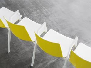 """Einfach intelligent: Der Clou des Reihenstuhls """"nooi"""" liegt in der innovativen Gestellverkettung. © Wiesner-Hager"""