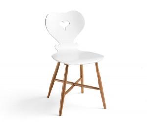 """Herzig: Der Stuhl """"Trix"""" von schmidinger möbelbau, designt von Sabine Bischof. © schmidinger möbelbau"""